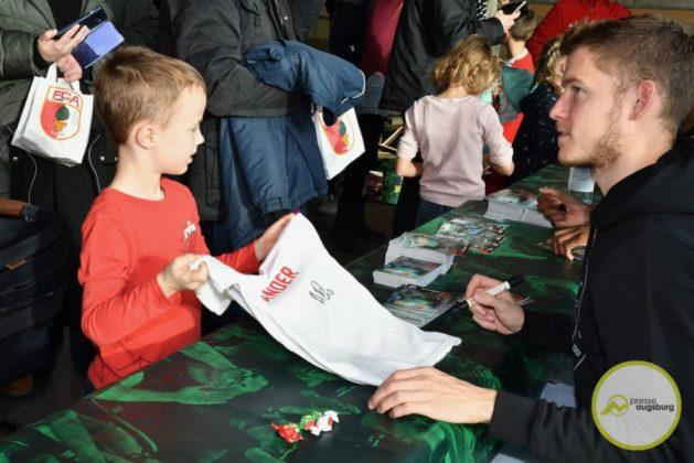 2019-12-14-FCA-Kids-Club-27-von-64.jpeg-629x420 Galerie | Weihnachtsfeier beim FCA KidsClub Augsburg Stadt Bildergalerien FC Augsburg News Sport FC Augsburg FCA FCA KidsClub |Presse Augsburg