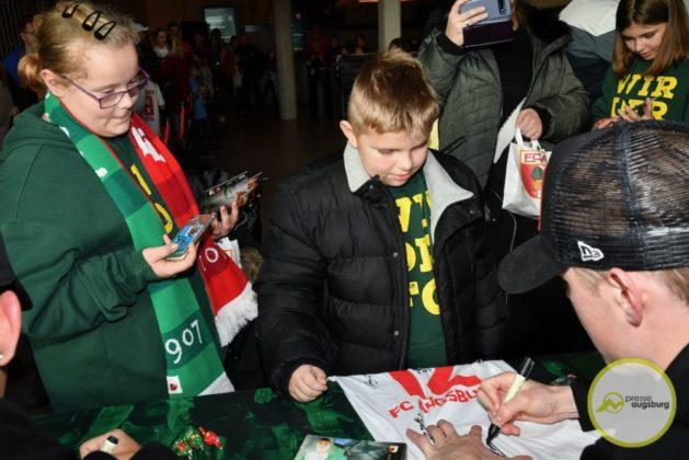 2019-12-14-FCA-Kids-Club-30-von-64.jpeg-629x420 Galerie | Weihnachtsfeier beim FCA KidsClub Augsburg Stadt Bildergalerien FC Augsburg News Sport FC Augsburg FCA FCA KidsClub |Presse Augsburg