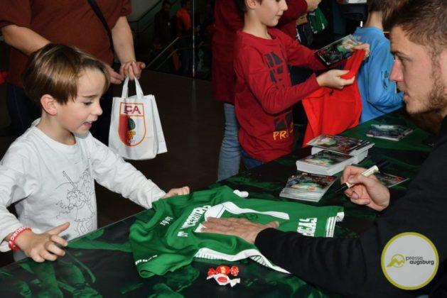 2019-12-14-FCA-Kids-Club-33-von-64.jpeg-629x420 Galerie | Weihnachtsfeier beim FCA KidsClub Augsburg Stadt Bildergalerien FC Augsburg News Sport FC Augsburg FCA FCA KidsClub |Presse Augsburg