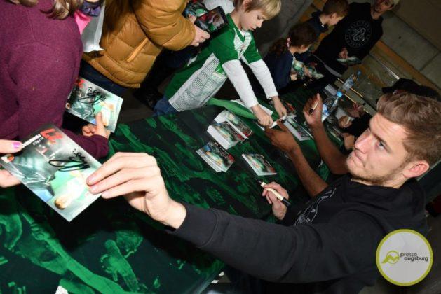 2019-12-14-FCA-Kids-Club-36-von-64.jpeg-629x420 Galerie | Weihnachtsfeier beim FCA KidsClub Augsburg Stadt Bildergalerien FC Augsburg News Sport FC Augsburg FCA FCA KidsClub |Presse Augsburg