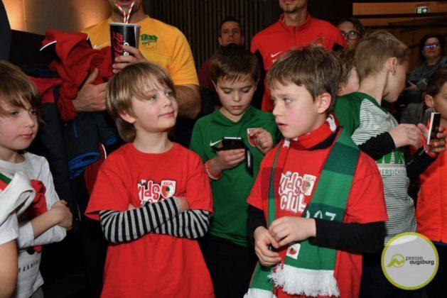 2019-12-14-FCA-Kids-Club-46-von-64.jpeg-629x420 Galerie | Weihnachtsfeier beim FCA KidsClub Augsburg Stadt Bildergalerien FC Augsburg News Sport FC Augsburg FCA FCA KidsClub |Presse Augsburg