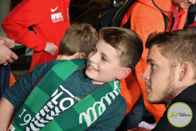 2019-12-14-FCA-Kids-Club-55-von-64.jpeg-629x420 Galerie | Weihnachtsfeier beim FCA KidsClub Augsburg Stadt Bildergalerien FC Augsburg News Sport FC Augsburg FCA FCA KidsClub |Presse Augsburg