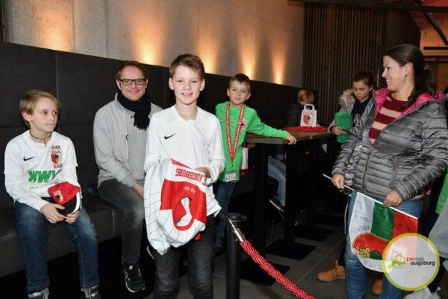 2019-12-14-FCA-Kids-Club-6-von-64.jpeg-629x420 Galerie | Weihnachtsfeier beim FCA KidsClub Augsburg Stadt Bildergalerien FC Augsburg News Sport FC Augsburg FCA FCA KidsClub |Presse Augsburg