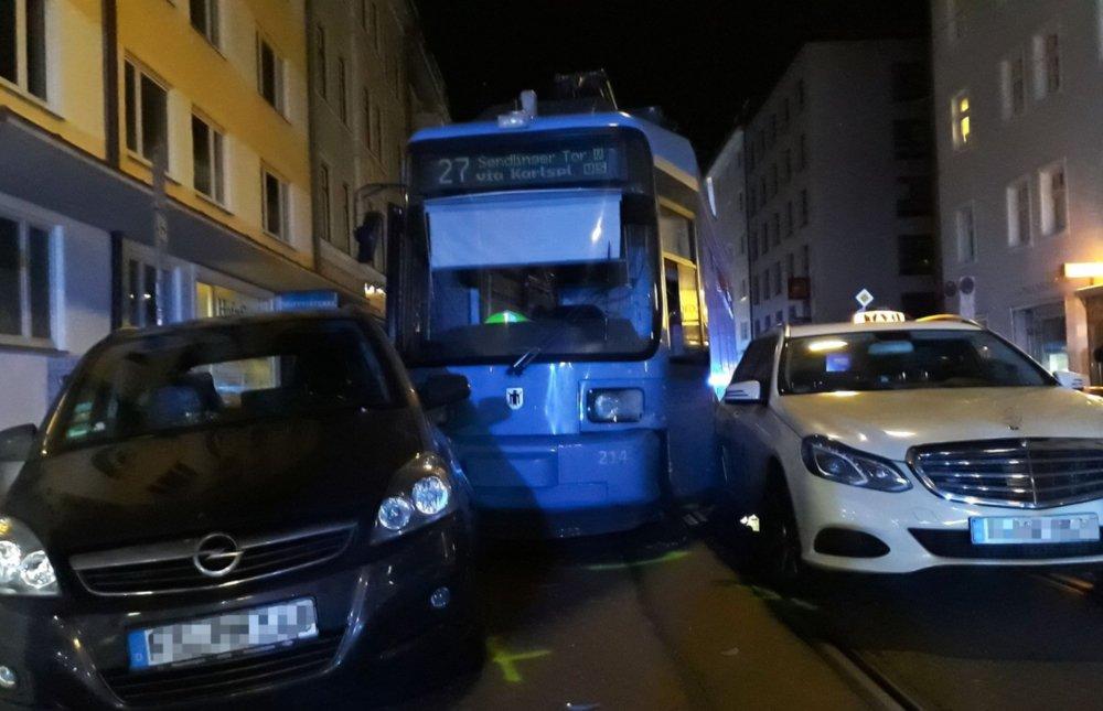 22CCFBA0-7430-48C6-B954-42914E7340FB Straßenbahn in München entgleist Bayern Überregionale Schlagzeilen |Presse Augsburg