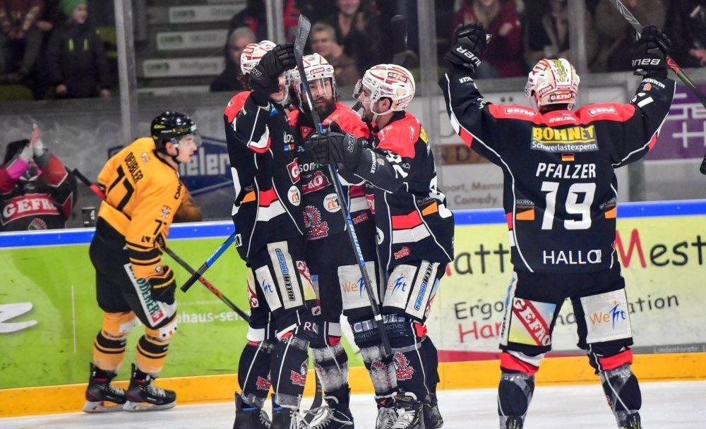 78558823_430422474551181_7687627091994476544_n Memmingen nach Derbysieg über Füssen weiter Spitzenreiter mehr Eishockey Memmingen News Ostallgäu Sport ECDC Memmingen Indians EV Füssen |Presse Augsburg