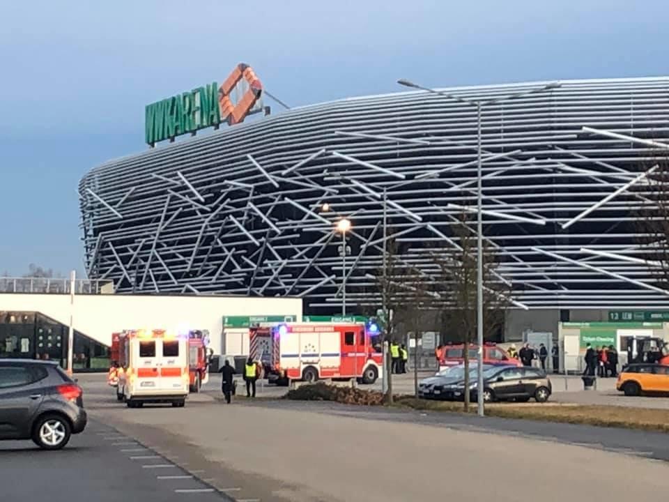 79732216_10217713378961006_2577279247194259456_n Schon vor dem Spiel geht es heiß her - FC Augsburg-Arena wegen Feueralarm evakuiert Augsburg Stadt FC Augsburg News Sport Alarm F95 FC Augsburg FCA Feuerwehr WWK Arena |Presse Augsburg