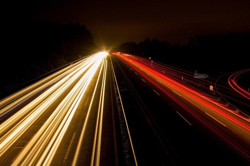 highway-393492_1280 A96 bei Landsberg | Toter Mann auf Autobahn gefunden - Polizei bittet um Hinweise Landsberg am Lech News Newsletter A96 Landsberg |Presse Augsburg