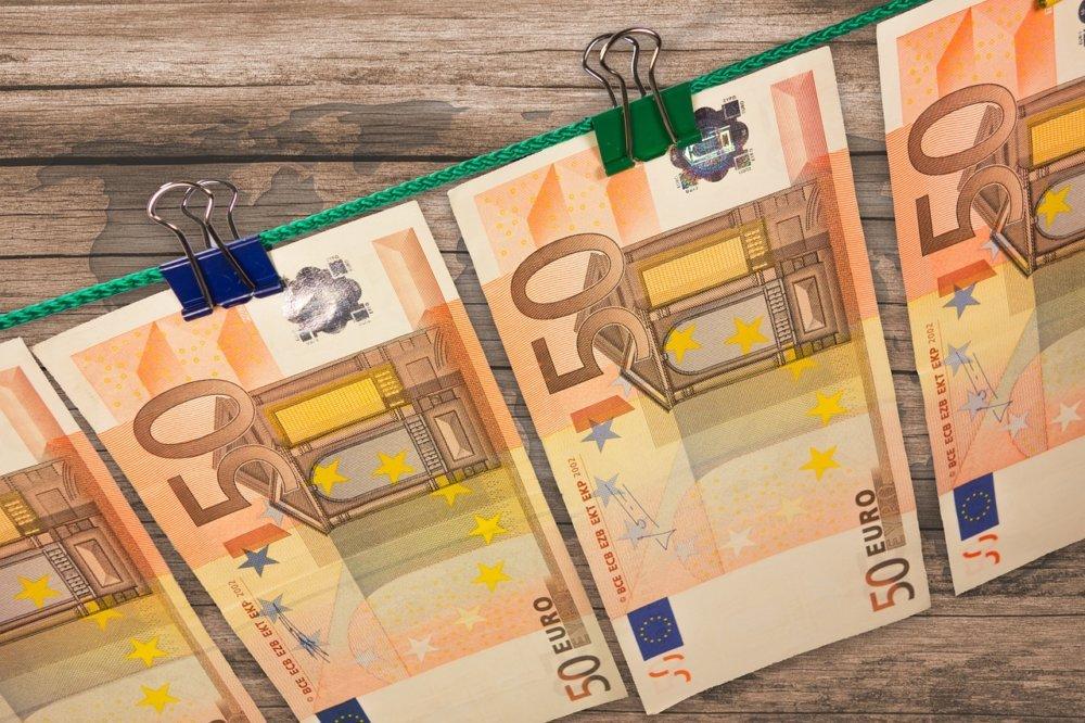 money-606760_1280 Falschgeld via Facebook – LKA verhaftet Tatverdächtigen in Herrsching am Ammersee Bayern Vermischtes Falschgeld Herrsching Polizei |Presse Augsburg