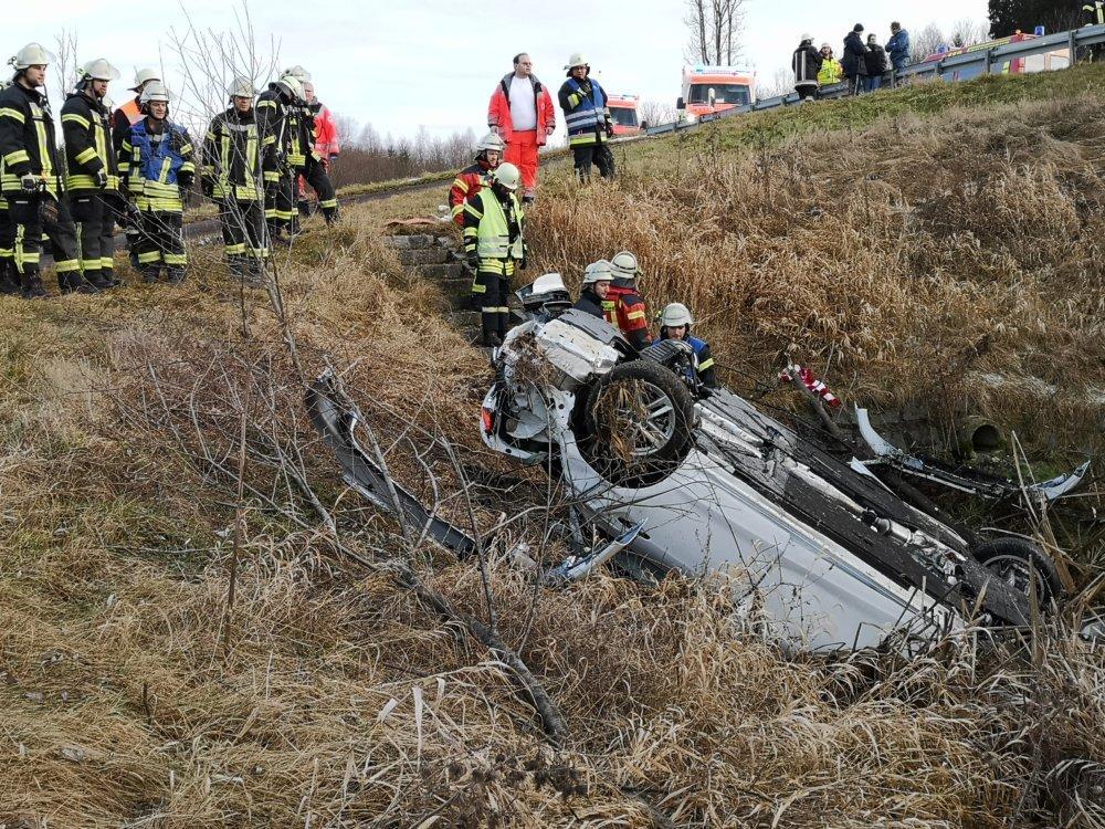 IMG_20200112_161034 Zwei Schwerverletzte bei Unfall im Allgäu - Deutlich zu schneller Audi fliegt über Leitplanke News Oberallgäu Polizei & Co Altusried BMW Feuerwehr Krugzell Unfall  Presse Augsburg