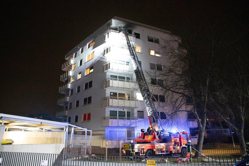 n5_200122_ID17054_9 Neusäß | Frau schwebt nach Wohnungsbrand in Lebensgefahr Landkreis Augsburg News Newsletter Polizei & Co Brand Feuer Neusäß |Presse Augsburg