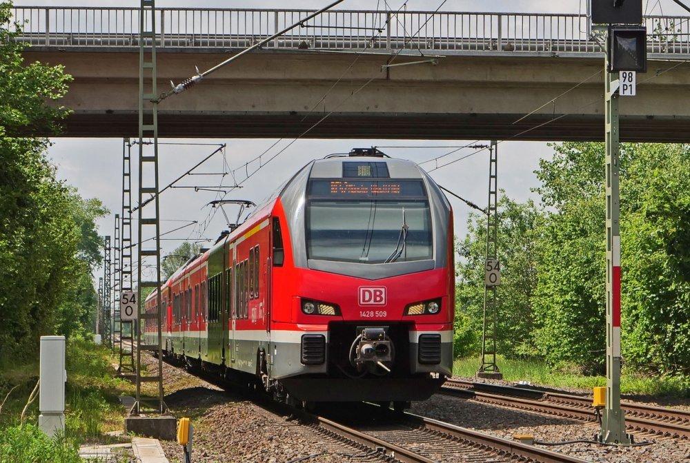 Regional Train 4229923 1280