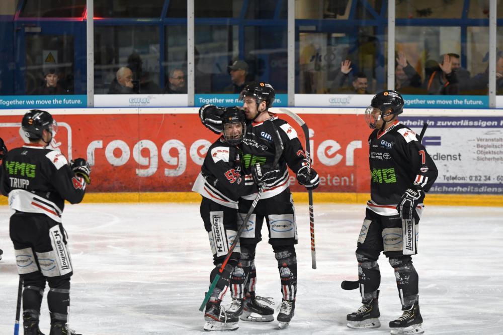 Jubel Letztes Saisonspiel für den EHC Königsbrunn - Pinguine müssen nach Schongau Landkreis Augsburg mehr Eishockey News Sport EA Schongau EHC Königsbrunn |Presse Augsburg