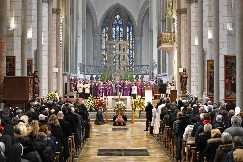 Pontifikalrequiem Und Beisetzung Für Bischof Em Viktor Josef Dammertz Foto Nicolas Schnall Pba
