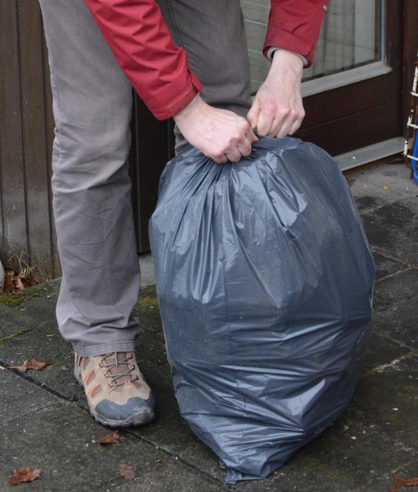 müllsack Entsorgung im Landkreis Günzburg ist gewährleistet Günzburg Landkreis News Wirtschaft Abfall Entsorgung Günzburg Müll Tonne Wertstoffhof |Presse Augsburg