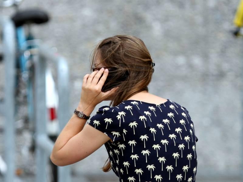 telefonseelsorge-zur-corona-krise-einsamkeit-ist-groesste-sorge Telefonseelsorge zur Corona-Krise: Einsamkeit ist größte Sorge Überregionale Schlagzeilen Vermischtes 80 Anrufe Bevölkerung Es Frau Frauen Gegenstand Handy Menschen Probleme Statistik Trend Vergleich |Presse Augsburg