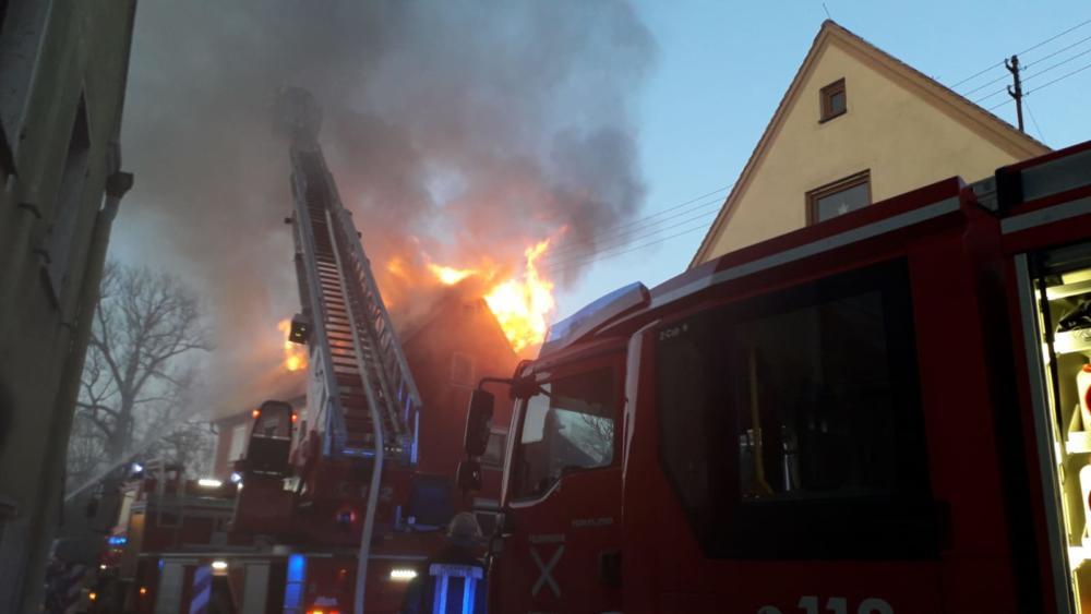 200420_Brand_Auhausen_02 Donau-Ries | Asylunterkunft brennt - Großaufgebot der Feuerwehr versucht die Flammen zu löschen Donau-Ries News Newsletter Polizei & Co Asylunterkunft Auhaiusen Brand Feuerwehr |Presse Augsburg