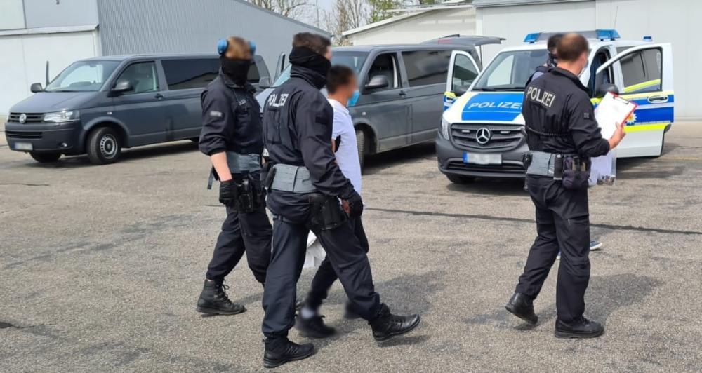 200429 Bundespolizei Sprengt Schleuser Und Drogendealerbande3