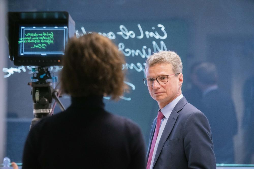 Bernd Sibler Informiert Sich Über Digitale Lehre An Der Hochschule München