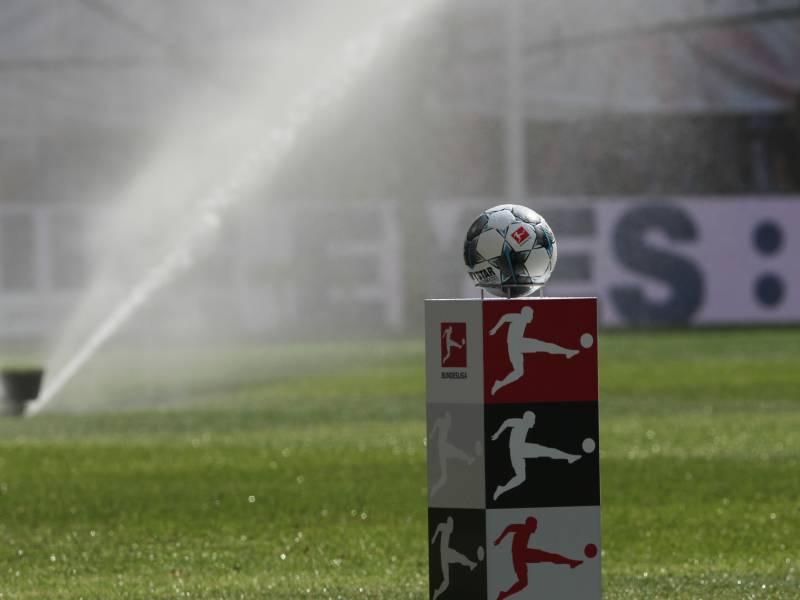 Arbeitsministerium Gibt Gruenes Licht Fuer Bundesliga Spielbetrieb Bei Arbeitsschutz