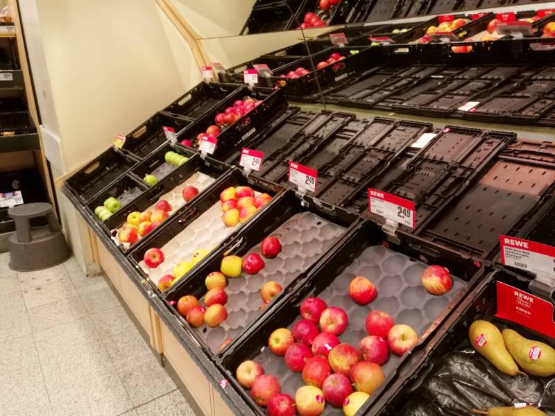 bauernpraesident-obst-und-gemuese-werden-knapp-und-teurer Bauernpräsident: Obst und Gemüse werden knapp und teurer Politik & Wirtschaft Überregionale Schlagzeilen Angebote Asylbewerber Bauern Bundesregierung Entscheidung Es Freiwillige Gemüse Grenzen Landwirte laut Mangel Mitarbeiter OB Supermarkt Verbraucher |Presse Augsburg
