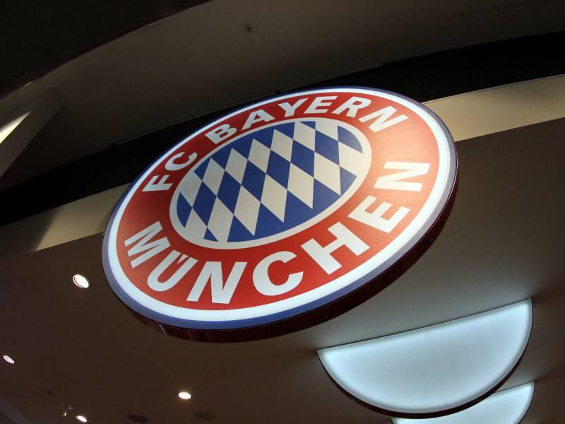 Fc Bayern Verlaengert Vertrag Mit Cheftrainer Flick