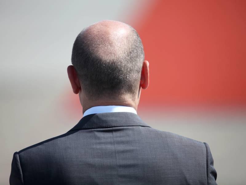 Olaf Scholz Schneidet Sich In Coronakrise Selbst Die Haare