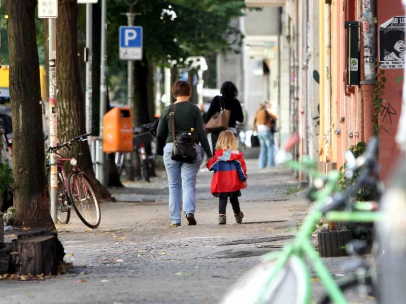 Armutsrisiko Fuer Kinder Und Alleinerziehende Gestiegen