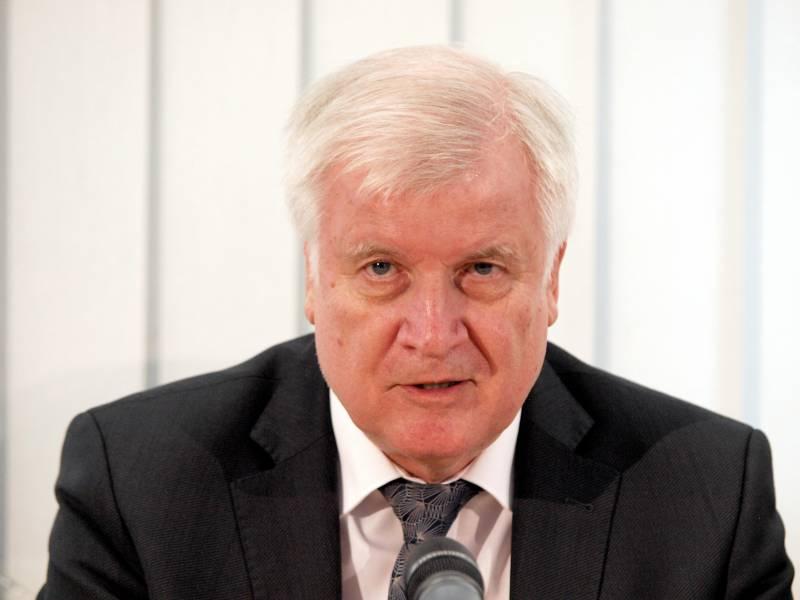 Bundesinnenminister Lobt Religionsgemeinschaften