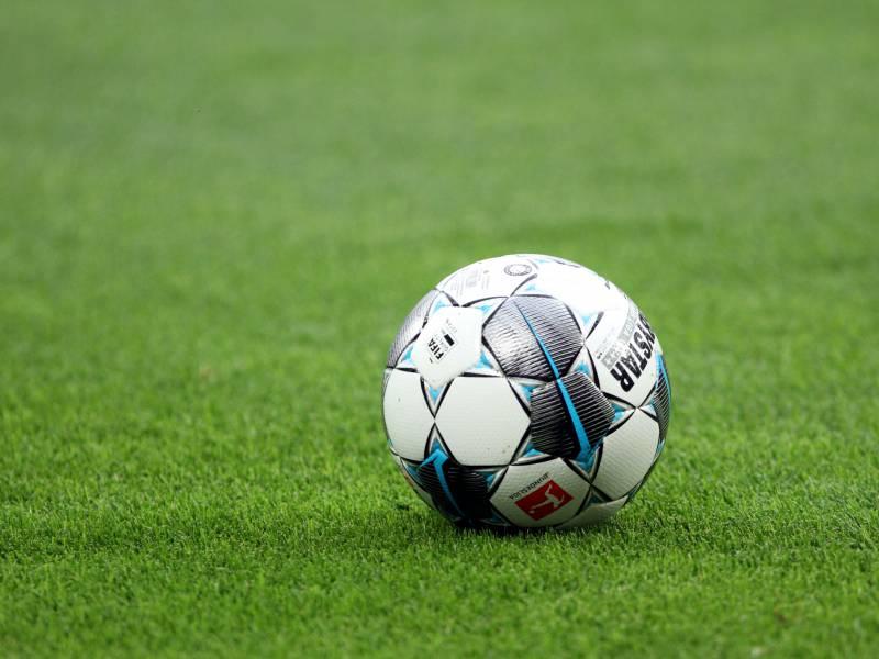 Kuenftig Fuenf Auswechslungen In 1 Und 2 Bundesliga Erlaubt