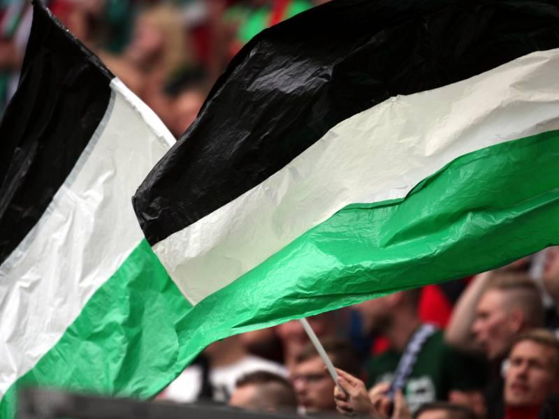 Niedersachsen Und Sachsen Wollen Fussballstadien Fuer Fans Oeffnen