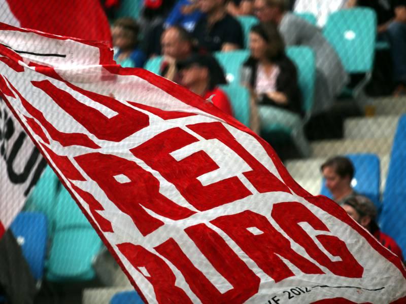 Nrw Spd Will Fussball Bundesliga Wieder Mit Zuschauern