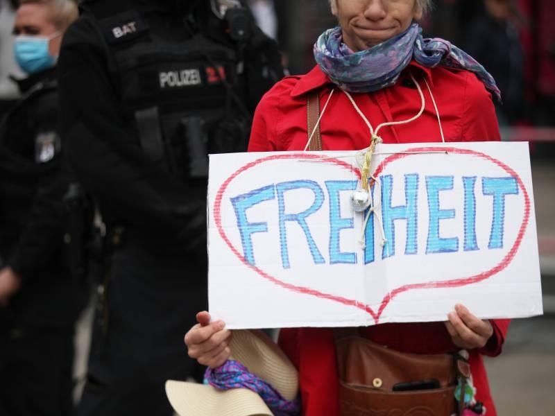 Schaeuble Haelt Corona Demos Fuer Zeichen Lebhafter Demokratie