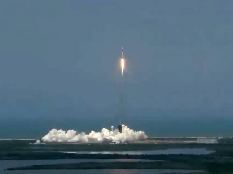 Spacex Raumschiff Erfolgreich Richtung Iss Gestartet