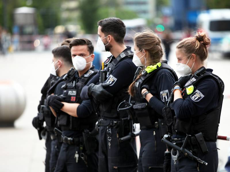 Wieder Corona Demos In Deutschland Grosse Polizeipraesenz