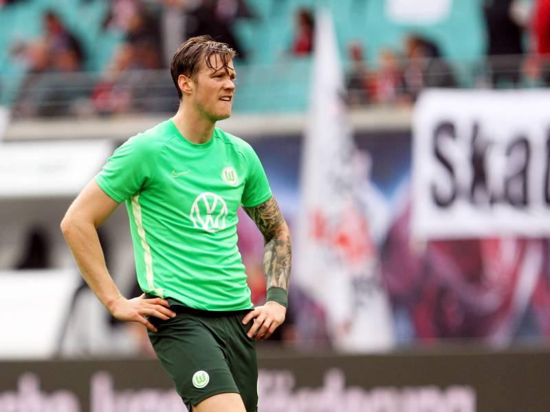 Wolfsburg Stuermer Weghorst Nimmt Kalou In Schutz