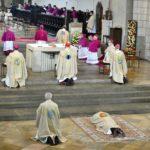 Die Allerheiligenlitanei Während Der Bischofsweihe Von Dr. Bertram Meier Foto Nicolas Schnall Pba