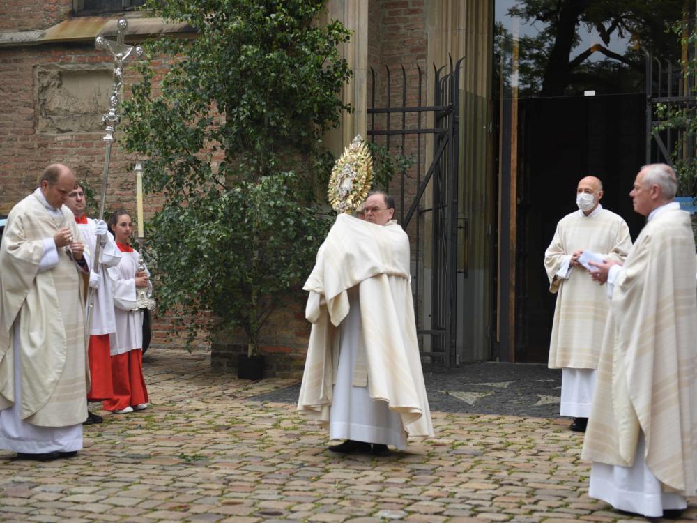 Fronleichnam Bischof Dr. Bertram Meier Segnet Stadt Und Land Maria Steber Pba