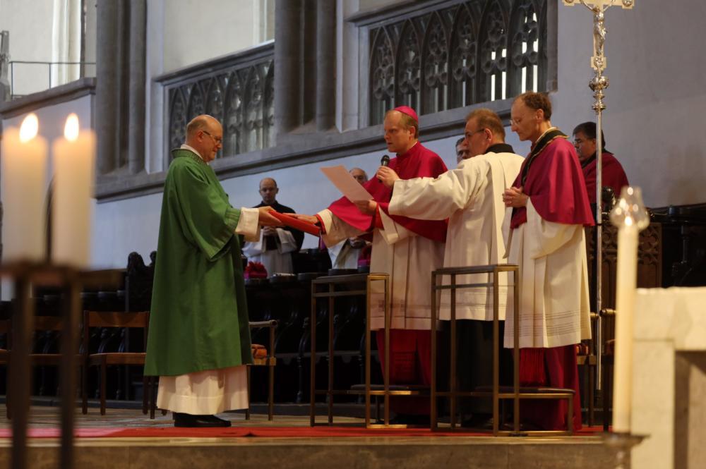 Weihbischof Florian Wörner Beim Ablegen Des Treueids Als Domkapitular Foto Annette Zoepf Pba