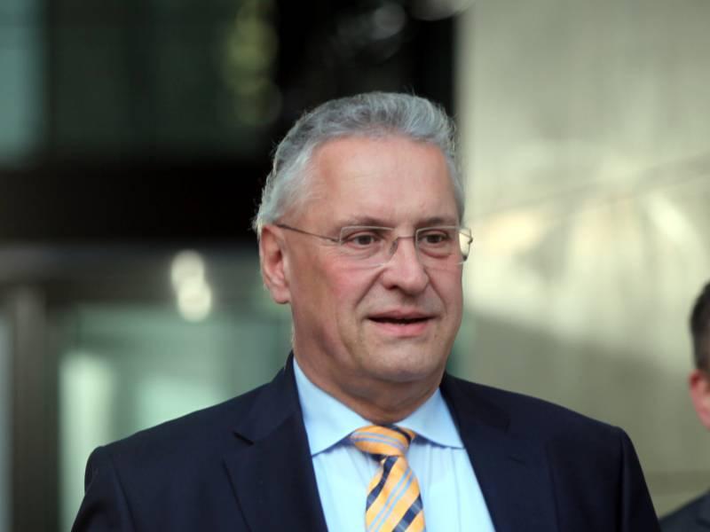 Bayerns Innenminister Begruesst Anti Rassismus Demos