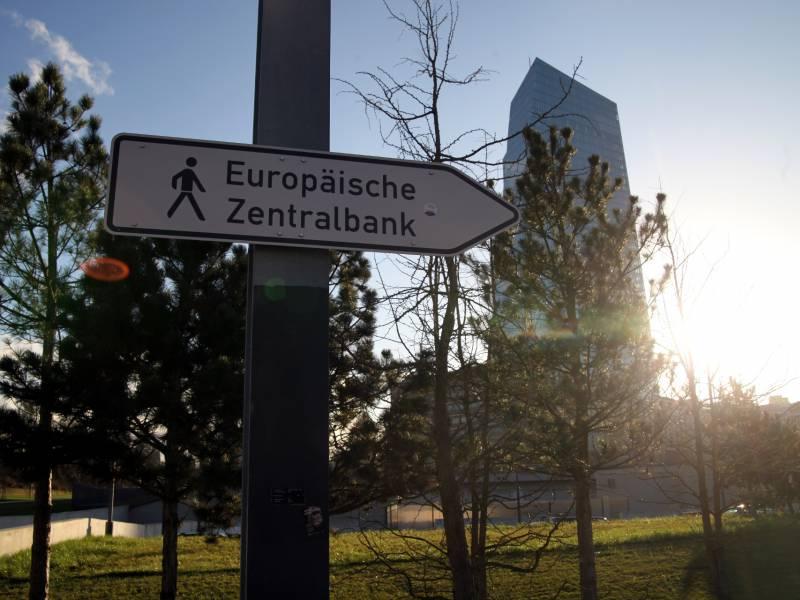 Ezb Pumpt Weitere Milliarden In Den Markt Leitzins Unveraendert