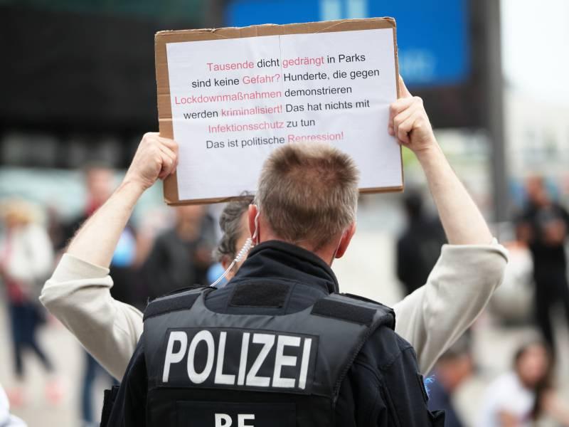 Kretschmer Wirbt Fuer Gespraeche Mit Corona Demonstranten