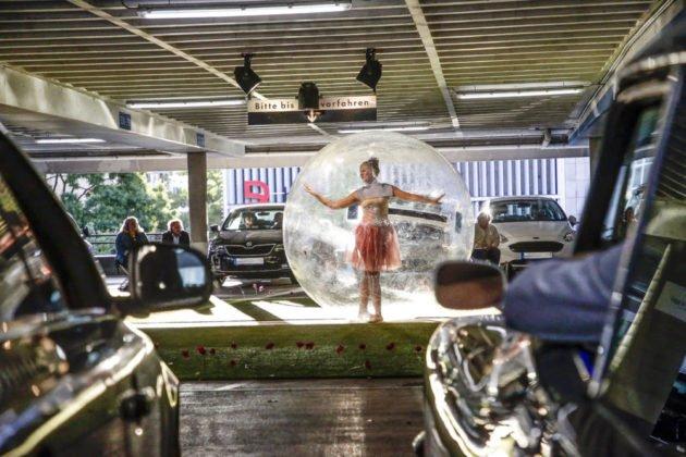 Auto Theater Im Breuninger Parkhaus 13