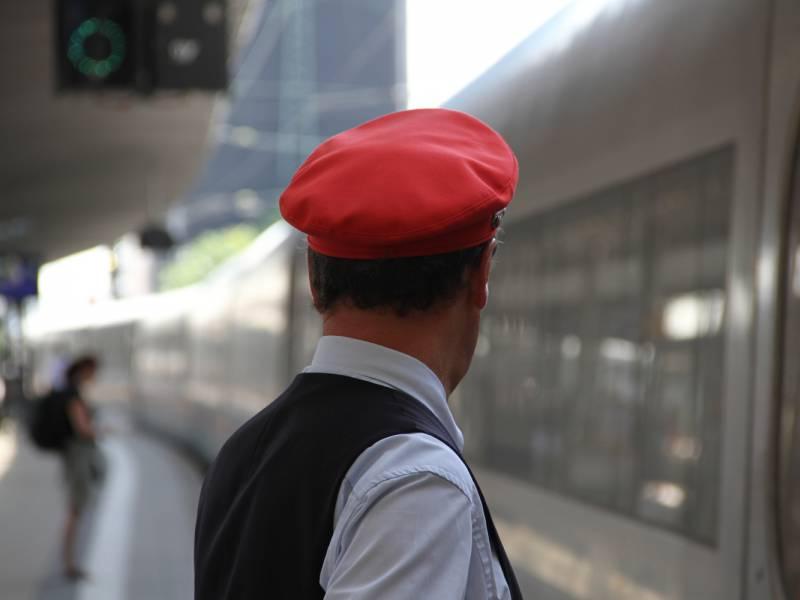 Bahn Chef Maskenverweigerer Notfalls Von Fahrt Ausgeschlossen