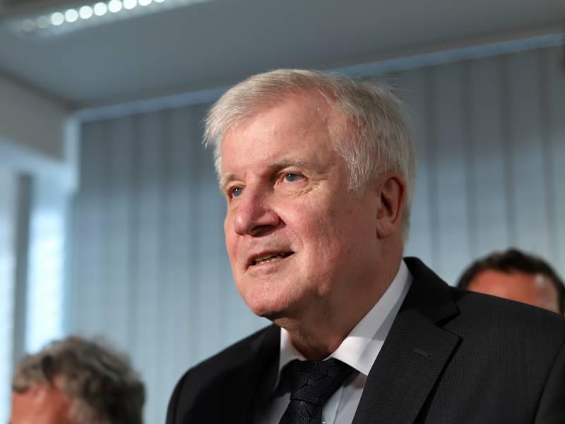 Berlins Regierender Nennt Seehofer Blockade Politischen Skandal