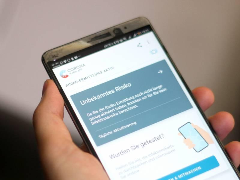 Smartphone Nutzer Fuehlen Sich Durch Corona App Besser Geschuetzt