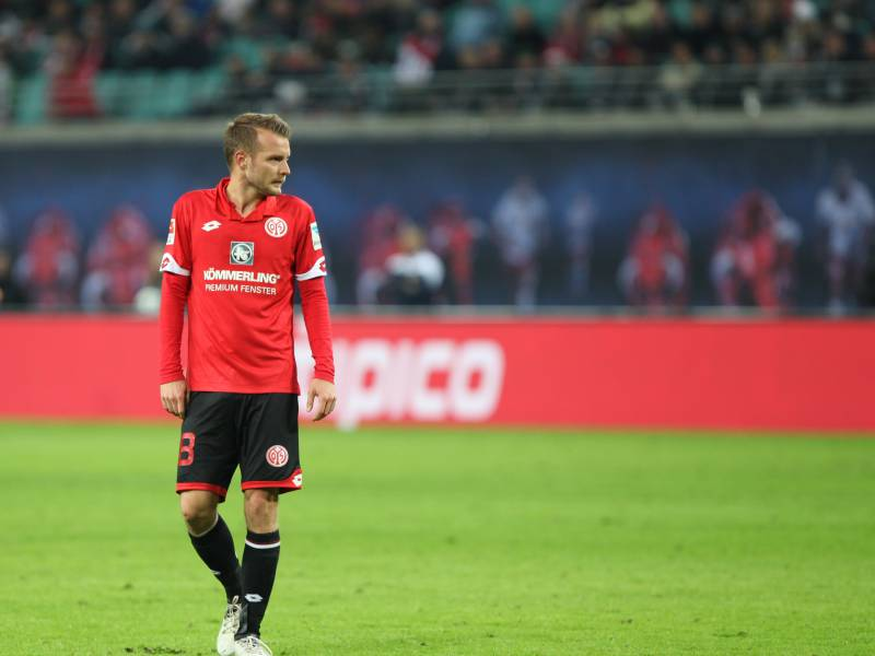 Verteidiger Brosinski Verlaengert Bei Bundesligist Mainz 05
