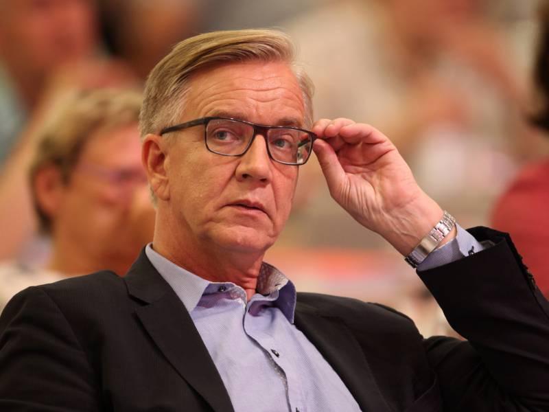 Bartsch Nennt Rueckzug Der Linken Spitze Souveraene Entscheidung