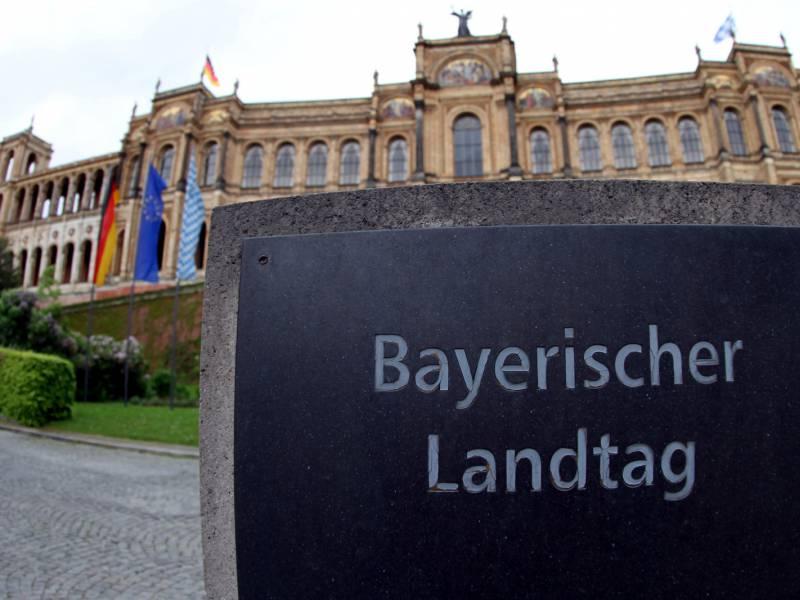 Bayerns Innenminister Fuer Ausweitung Des Schutzes Von Parlamenten