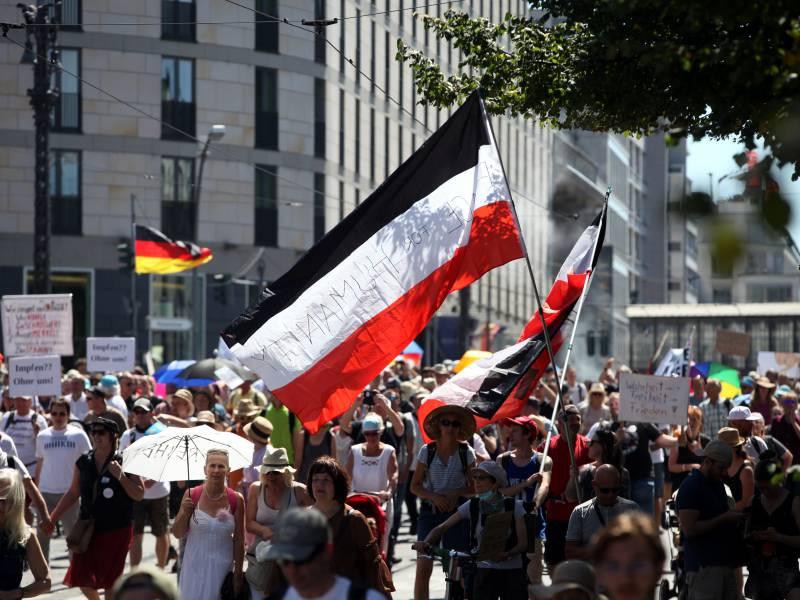 Berlins Innensenator Warnt Vor Unterwanderung Der Corona Demos