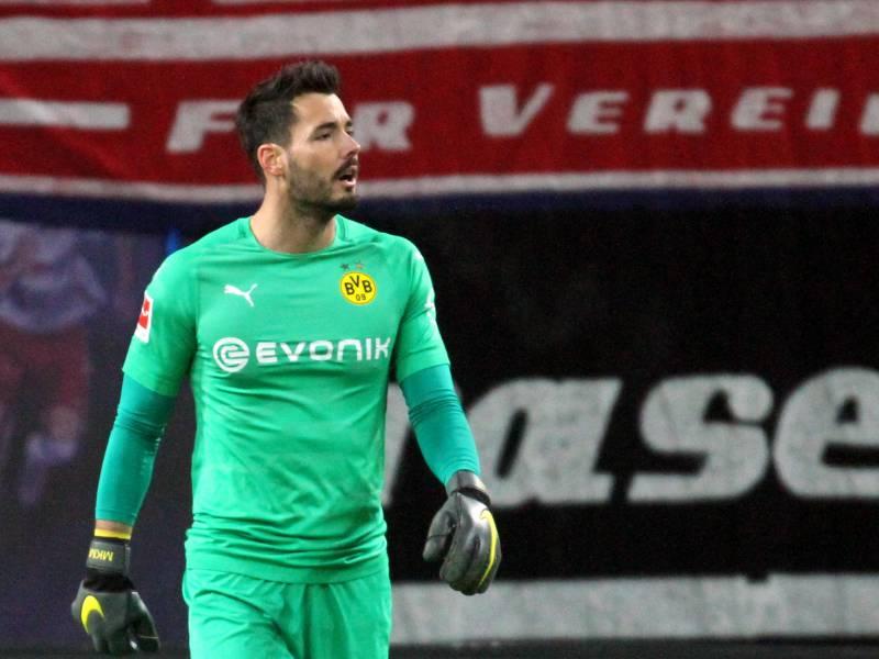 Bvb Torwart Buerki Fuehlt Sich In Dortmund Zu Hause
